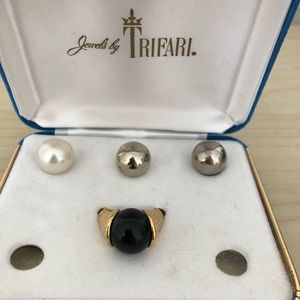 Vintage Jewelry - Vintage Trifari interchangeable ring w/round orbs